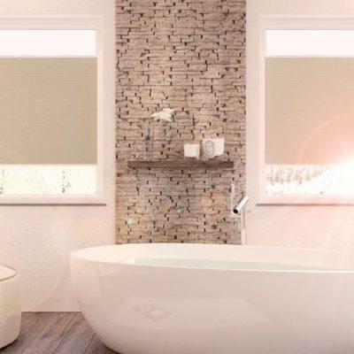 Badezimmer mit beigen Faltstores